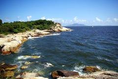Kustgebied van Hongkong, met mooie overzees. Stock Afbeeldingen