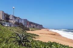 Kustlandschap van Umdloti Beachfront in Zuid-Afrika royalty-vrije stock fotografie