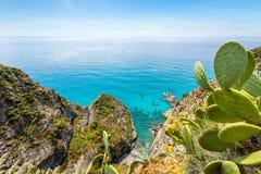 Kustlijn in Capo Vaticano dichtbij Tropea, Calabrië, Italië stock afbeeldingen