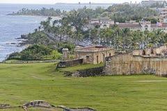Kustlijn de Atlantische Oceaan in de oude stad van San Juan Stock Foto's