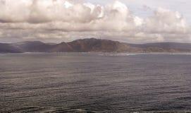 Kustlijn in de oceaan royalty-vrije stock afbeeldingen