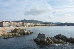 Kustlijn die het strand van Lloret de Mar Spanje, Catalon overzien Stock Fotografie