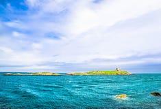 Kustlijn en Ierse overzees door Bray in Ierland Stock Foto's