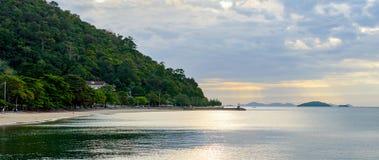 Kustlijn en strand dichtbij het Kep-dorp stock foto's