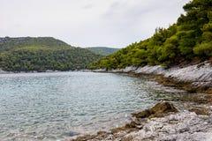 Kustlijn en strand van Alonissos, Griekenland Stock Fotografie