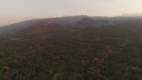 Kustlijn tijdens zonsondergang stock footage
