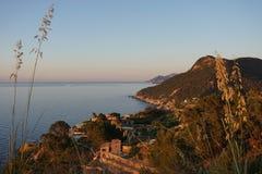 Kustlijn van bevor West- van Mallorca de zonsondergang stock foto