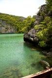 Kustlijn van een groene kho phangan baai van lagune en overzeese Thailand Stock Foto's