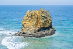 Kustlijn van een rotsachtig strand langs de Grote Oceaanweg, Victoria Stock Fotografie