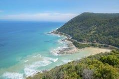 Kustlijn van een rotsachtig strand langs de Grote Oceaanweg, Victoria Stock Foto