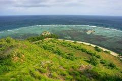 Kustlijn van Kanawa-Eiland in Flores-Overzees, Nusa Tenggara, Indones stock foto's