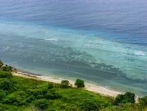 Kustlijn van Kanawa-Eiland in Flores-Overzees, Nusa Tenggara, Indones royalty-vrije stock afbeelding