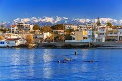 Kustlijn van Kato Galatas-stad op Kreta stock afbeeldingen
