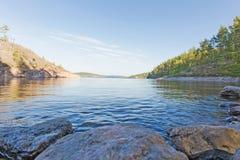 Kustlijn van meer Ladoga Stock Fotografie