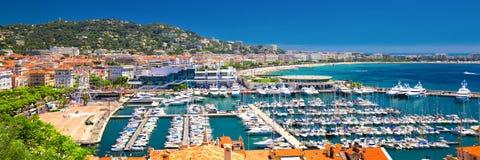 Kustlijnmening over Franse riviera met jachten in Cannes, Frankrijk Stock Afbeelding