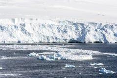 Kustlinje av Antarktis Arkivfoto