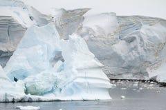 Kustlinje av Antarktis - global uppvärmning - isbildande Arkivfoto