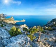 Kustlinje av den Novyj Svit sommarsikten Krim, Ukraina Royaltyfria Bilder