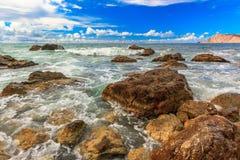 Kustlinje av havet i trevlig dag crimea ukraine royaltyfria foton