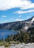Kustlinje av Lake Tahoe i Carlifornia USA Arkivbild