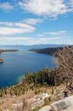 Kustlinje av Lake Tahoe i Kalifornien Arkivbilder