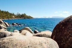 Kustlinje av Lake Tahoe i Kalifornien Royaltyfria Foton