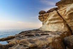 Kustlinje av medelhavet runt om den Akyar regionen Mersin kalkon arkivfoton