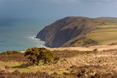 Kustlinje av norr Devon mellan Ilfracombe och Lynmouth arkivfoton