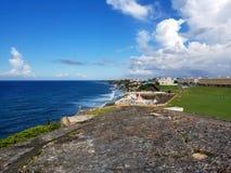 Kustlinje av San Juan, Puerto Rico och den forntida ensemblen för El Morro Royaltyfri Foto