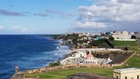 Kustlinje av San Juan, Puerto Rico och den forntida ensemblen för El Morro Royaltyfria Foton