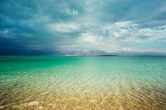 Kustlinje för dött hav Arkivfoton