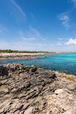 Kustlinje för Es Caló i Formentera Arkivfoto