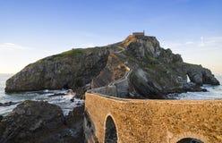 Kustlinje i det baskiska landet, Spanien, San Juan de Gaztelugatxe på Arkivbild
