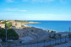 Kustlinje nära den roman amfiteatern på Juni 20, 2016 i Tarragona, Spanien Arkivfoto