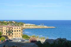 Kustlinje nära den roman amfiteatern på Juni 20, 2016 i Tarragona, Spanien Fotografering för Bildbyråer