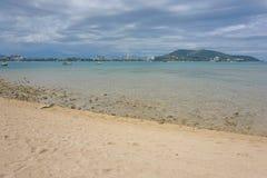Kustlinje Noumea från holmetidningsankan Nya Kaledonien Royaltyfri Foto