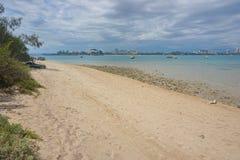Kustlinje Noumea Nya Kaledonien för strandholmetidningsanka Royaltyfri Bild