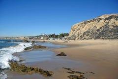 Kustlinje på Crystal Cove State Park, sydliga Kalifornien arkivfoto