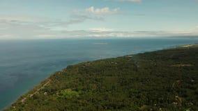Kustlinje på den tropiska ön Camiguin ?Filippinerna stock video