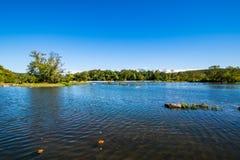 Kustlinjen av Great Falls parkerar, Virginia Side Summer tid Royaltyfria Foton