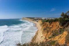 Kustlinjen nära Lagos, Portugal i Praia gör Canavial royaltyfria foton