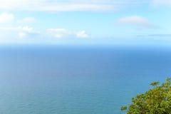Kustlinjen på en trevlig varm dag i ön av madeiran Royaltyfri Foto