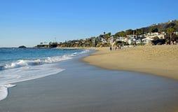 Kustlinjenord av den Aliso stranden i Laguna Beach, CA Royaltyfri Fotografi