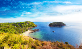 Kustlinjepanoramautsikt av den sydliga delen av Phuket Thailand Royaltyfri Foto
