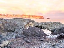 Kustlinjesikt på Dyrholaey i Island Arkivfoto