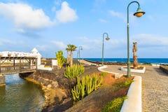 Kustpromenade in Costa Teguise-stad Royalty-vrije Stock Foto