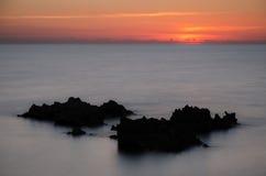 Kustrots bij zonsondergang, Sardinige stock afbeelding