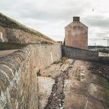Kuststad Burghead i skotsk Skotska högländerna royaltyfri bild