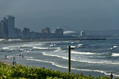 Kuststrand door uShaka in de stad van Durban Royalty-vrije Stock Fotografie