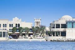 Kustvoorzijde van Novotel-Hotel in Bahrein Stock Foto's